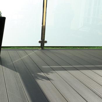 Anti slip composite decking