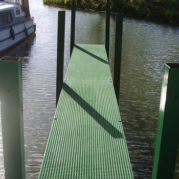 Medium marine grating pontoon